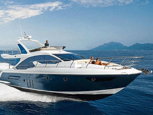 luxus yacht b rl s magas szint kiszolg l ssal. Black Bedroom Furniture Sets. Home Design Ideas